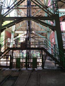 Jaula de bajada a la mina